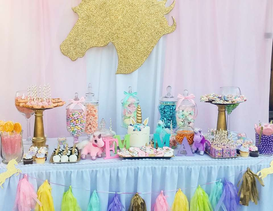 Candy bar pour une baby shower licorne