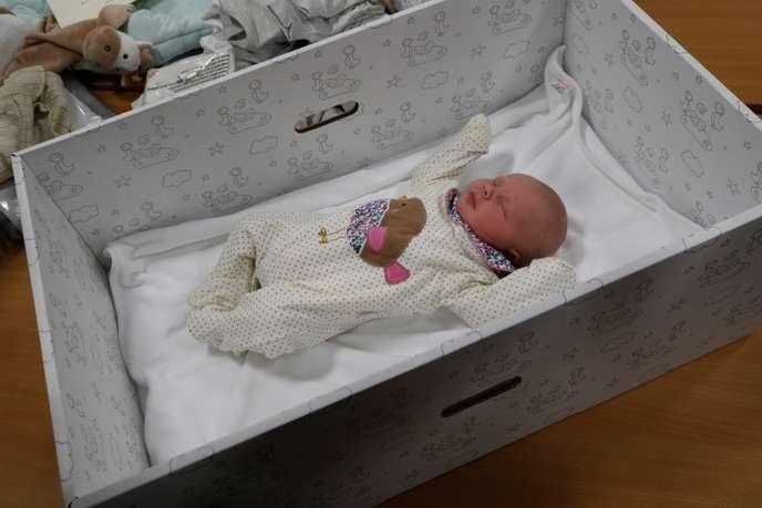 Acueillir bébé sans se ruiner en achetant une box bebe en carton