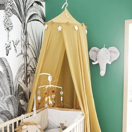 Bébé rêvera d'exotisme avec le ciel de lit jaune moutarde MINI JUNGLE de Maisons du monde