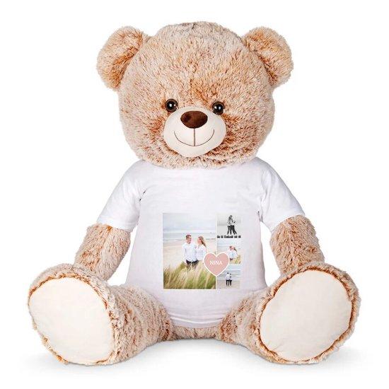 Comme cadeau de maternité ou faire plaisir à une jeune maman, pourquoi ne pas offrir une adorable peluche avec t-shirt personnalisé en guise de cadeau