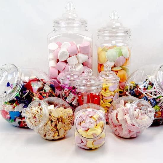 Pour organiser une baby shower pas cher miser sur 10 bonbonnières pour réaliser un joli candy bar