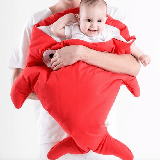 Idée de cadeau de naissance rigolo le sac de couchage bébé requin
