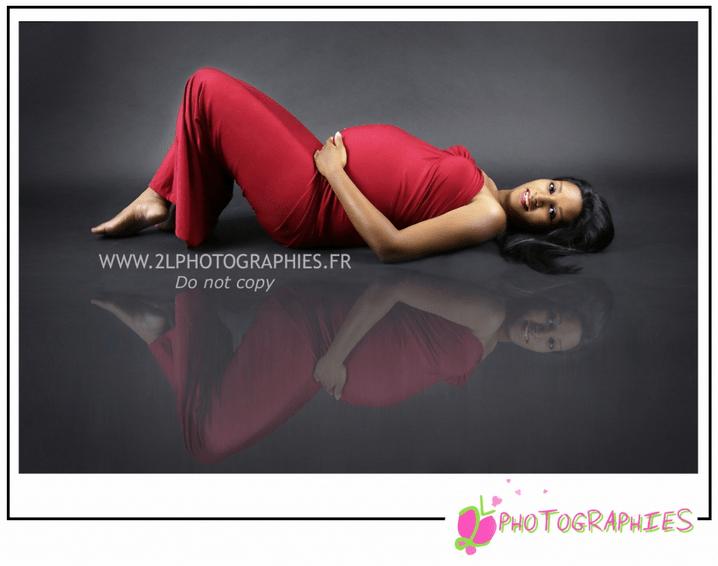 Photo femme enceinte prise par la photographe Ludivine du site : www.2lphotographies.fr