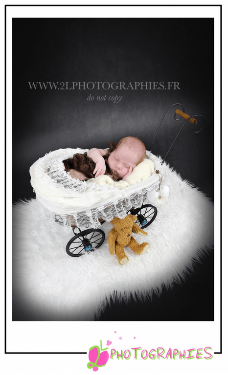 Photo nouveau-né prise par la photographe Ludivine du site : www.2lphotographies.fr
