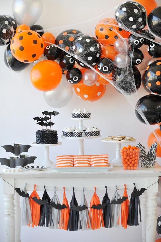 Ballons orange et noir pour baby shower Halloween