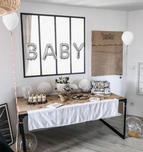 Thème classique pour une baby shower neutre