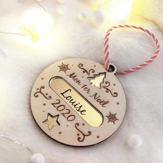 Boule de noël personnalisée en bois pour le premier Noël bébé - Créatrice ETSY : LArtisanParisien