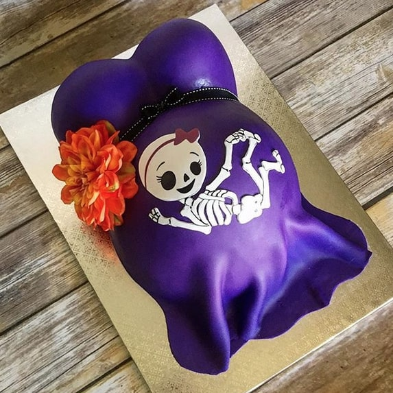 Gâteau baby bump pour baby shower Halloween