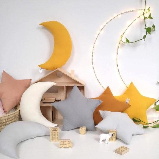 Coussin nuage et étoile pour décorer une chambre d'enfant - Créatrice ETSY : leptitpapillon