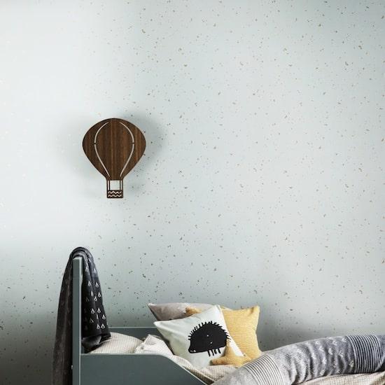 La lampe Air Balloon est une lampe décorative et ludique qui apportera lumière et confort dans la chambre de bébé