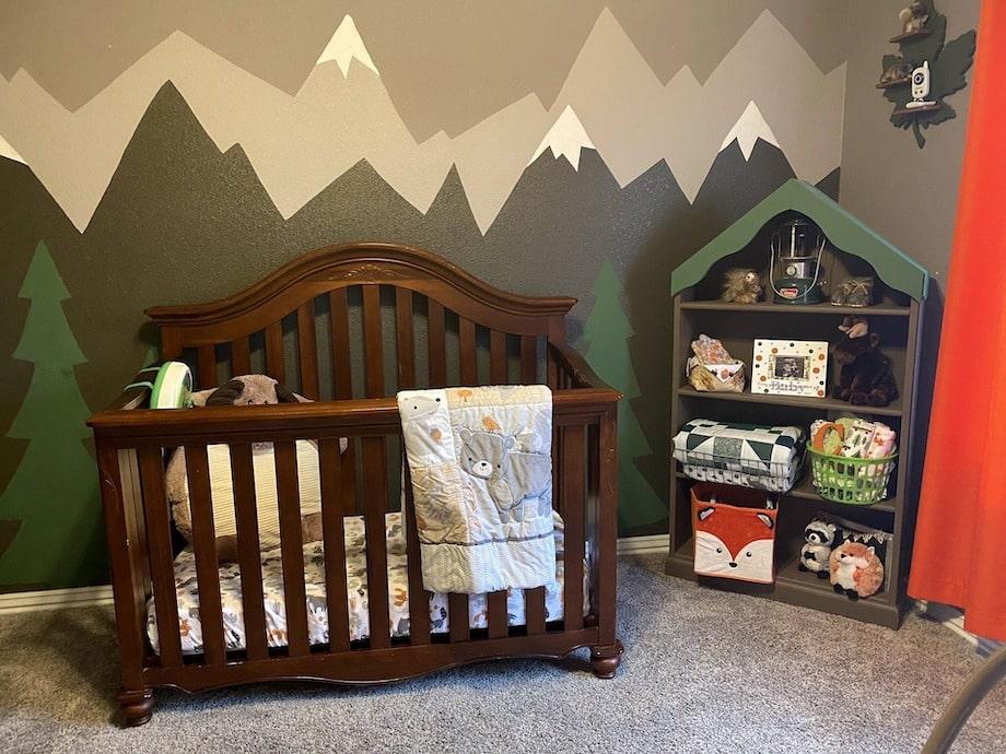 Chambre bebe montagne style chalet dans les bois
