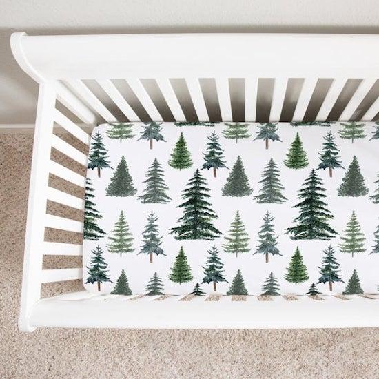 Linge de lit sapin parfaite pour une chambre bebe sur le thème montagne - Créatrice ETSY : LittleManCaveShop