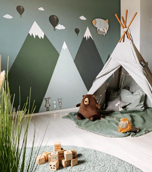 Chambre enfant verte dans la forêt et montagne