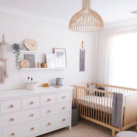 Idée déco chambre bébé naturelle et moderne avec son lit bébé évolutif écologique