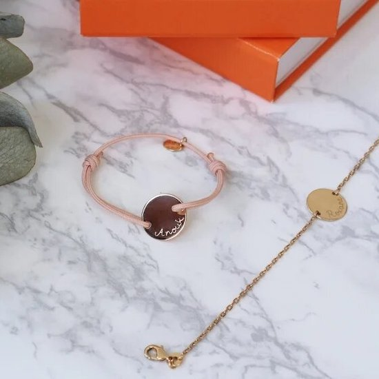 Ce duo de bracelets est un très beau cadeau de naissance personnalisé à offrir