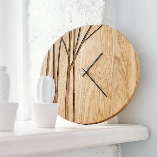 Horloge en bois de chêne massif parfait pour une chambre bébé naturelle ou une chambre bébé neutre - Créatrice ETSY : DABADesign