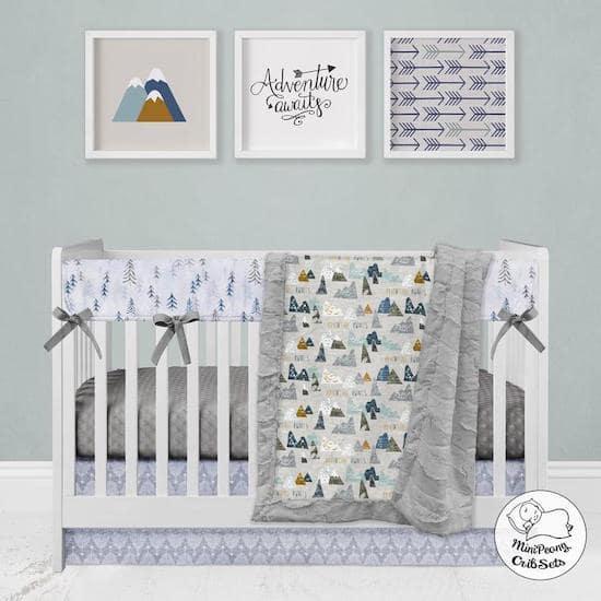 Linge de lit adventure pour une chambre bébé montagne - Créatrice ETSY : MiniPeony