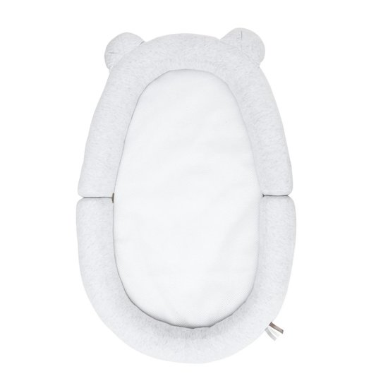 Réducteur de lit Bébé Nest Air+ de Candide a été développé spécialement pour que bébé ne soit pas perdu dans son grand lit