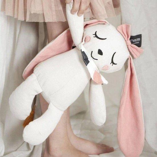 Ce doudou lapin en coton bio sera le compagnon idéal de bébé