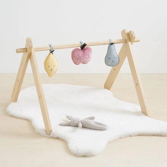 Tapis en fausse fourrure blanc à mettre sous une arche d'éveil pour bébé