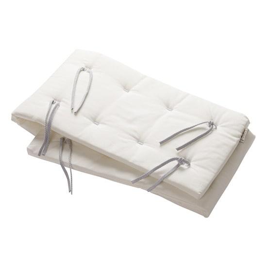 Ce tour de lit de Leander ne couvre qu'un côté du lit, cela permet de laisser l'air circuler librement pour garantir un sommeil optimal à bébé