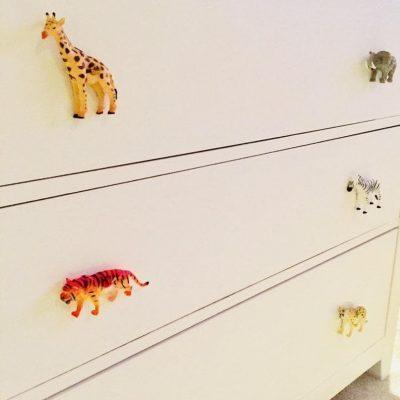 Boutons de poignée de commode enfant avec des animaux sauvages pour mettre en avant une chambre bébé jungle - Créatrice ETSY : LovemeKnotStore